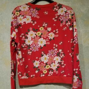 Divided Red Floral Sweatshirt size Medium in EUC